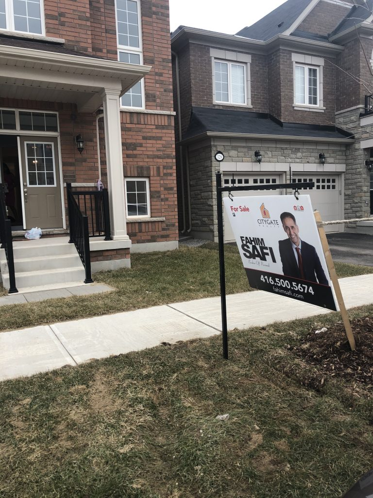 Detached home North Park and George Savage in Oakville for sale.